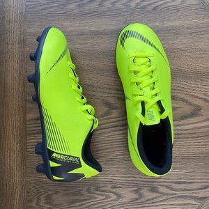 Nike mercurial neon yellow green low cleats